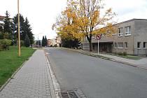 I v dnešní době ještě chybí na silnicích před školními institucemi jakákoli dopravní značení upozorňující na přecházející děti.