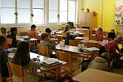 Devátou základní školu ve Zlíně po dvou měsících letních prázdnin zase zaplnily děti.