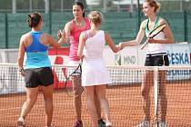 Martina Kubičíková, Tereza Hladíková (v červeném), Dana Machálková (v bílém), Pochabová