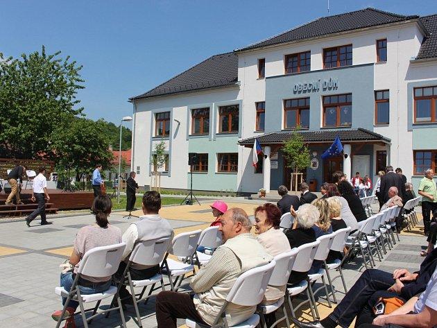V Kašavě mají novou náves i Obecní dům