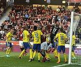 Fotbalisté Zlína (ve žlutých dresech) v posledním přípravném utkání před startem jarní části HET ligy přivítali na Letné Slovan Bratislava.