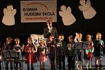 Děti z Hudební školy Yamaha potěšily přes čtyři sta diváků.
