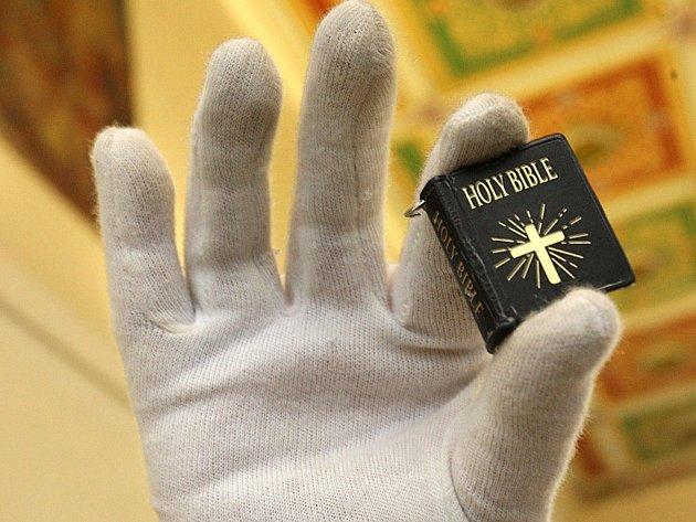 Výstava Bible včera, dnes a zítra v galerii Kaple v Napajedlích.