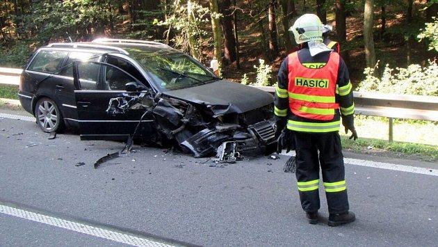 Srážka osobního auta s kamionem mezi obcemi Horní Lhota a Zádveřice