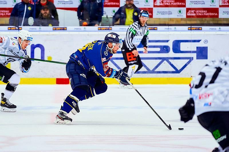 Hokejisté Zlína (v modrých dresech) v 7. kole TIpsport extraligy vyzvali Karlovy Vary.