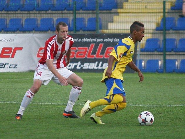 Fotbalisté Fastavu Zlín v I. kole národní fotbalové ligy se s Třincem rozešli bez branek.