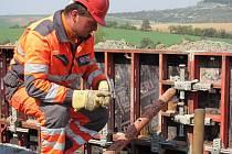 Obnova konstrukčních vrstev a celková rekonstrukce vozovky u Cetechovic