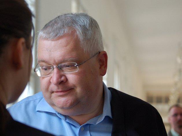 Zlínský podnikatel Roman Vaškůj se má zodpovídat ze svých obchodů s naftou.