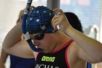 Zlínský plavec s ploutvemi Jan Janásek doma získal pět medailí a postoupil na mistrovství světa.