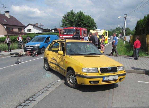 Hasiči zasahovali dnes odpoledne v Poličné na Vsetínsku u dopravní nehody motocyklu s osobním automobilem
