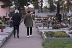 Dušičky na hřbitově v Kvítkovicích. Ilustrační foto