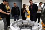 Slavnostní otevření nové přístavby výrobní haly Annex  v Continental Barum v Otrokovicích.Divize výroby forem.Surový odlitek hliníkové formy.