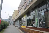 Město Zlín čeká sjednocení vizuálu městských budov. Inspirací je zlínský Obchodní dům i Malá scéna.Hotovo je na Benešově nábřeží, další na řadě je prostor na Dlouhé ulici.