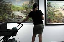 Výstava Zdeněk Burian - za dinosaury a dobrodružstvím ve zlínské Galerii Desítka na střeše Obchodního domu. Foto z 18. července 2021.