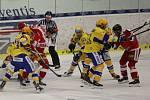 Extraligoví hokejisté Zlína (ve žlutém) v rámci nedělního 11. kola hostili rivala z Olomouce