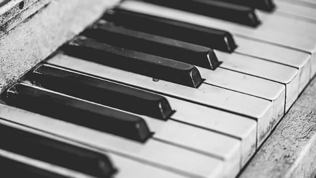 Přijďte prožít krásné chvíle s písničkou u klavíru
