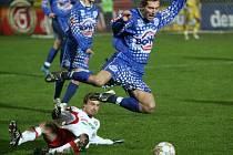 Fotbalisté Tescomy neinkasovali v první lize ve třech vzájemných zápasech s Kladnem ani gól. Všechna utkání odehrál i ofenzivní záložník Jan Kraus (v bílém).