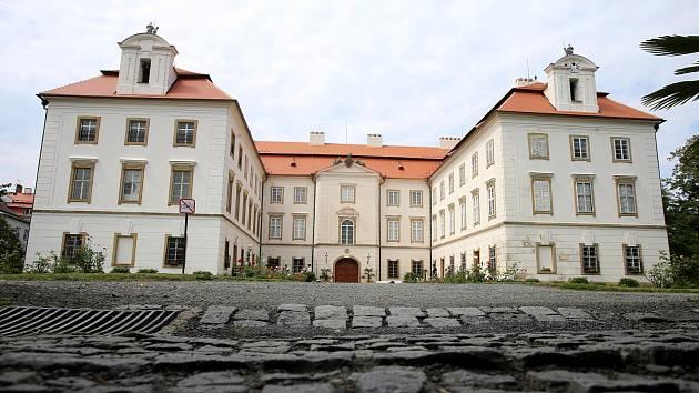 Nová střecha na zámku ve Vizovicích.