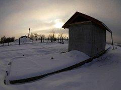 Nového vodovodu se brzy dočká malá obec Kelníky na Zlínsku. V současné době jsou již veškeré výkopové práce hotové a je osazen i nový vodojem. Kvůli němu Kelničtí dokonce obětovali i kus místního hřiště.