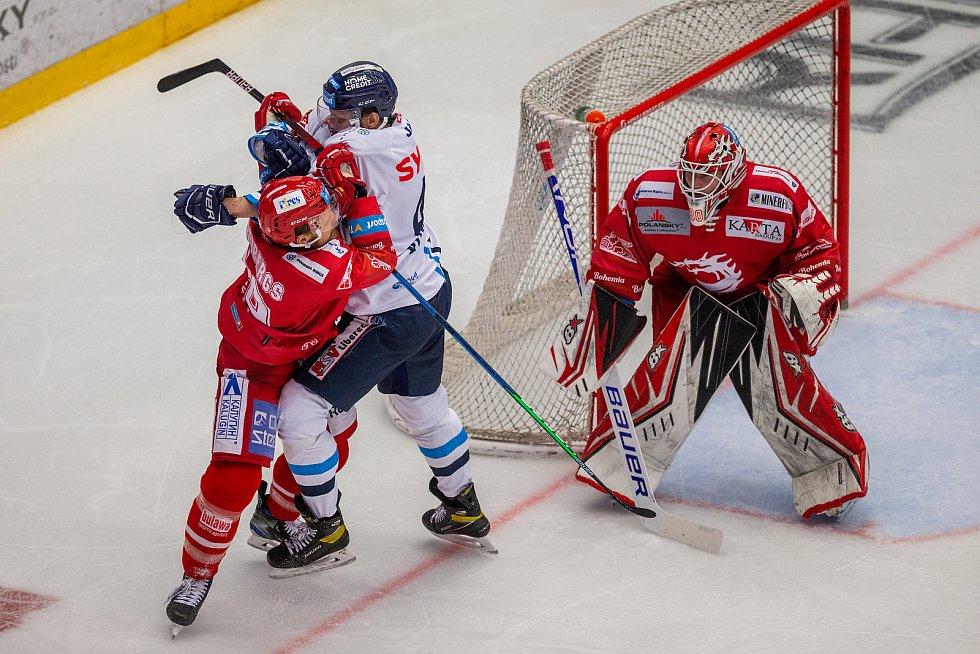 Finále play off hokejové Tipsport extraligy - Zleva Ralfs Freibergs z Třince, Ondřej Vitásek z Liberce a brankář Třince Ondřej Kacetl.