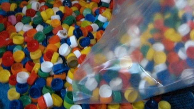 Víčka z PET lahví