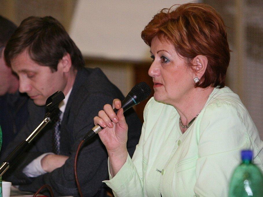Zastupitelé Zlína v čele s primátorkou Irenou Ondrovou debatovali s obyvateli Želechovic o možném odtržení obce od města a jeho následcích.