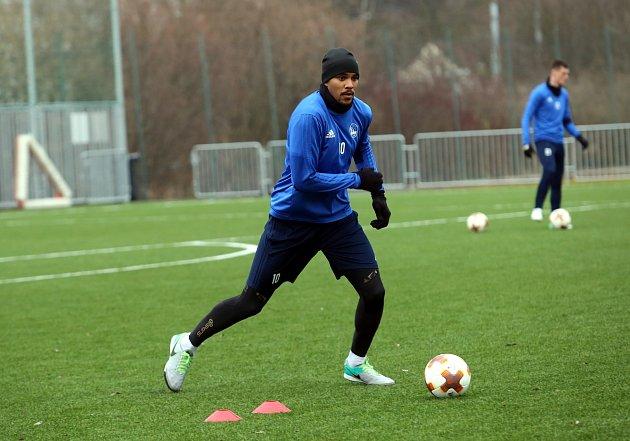 Francouzský útočník Jean-David Beauguel zahájil s fotbalisty Zlína zimní přípravu, do sobotního utkání s Rapidem Vídeň ale nezasáhl. Zatím není stoprocentně fit.
