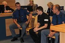 Třiadvacetiletý Jakub Janeczko ze Slušovic má strávit deset let ve vězení za to, že bodl svého kamaráda šroubovákem do hlavy.