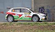 Již 47. ročník Barum Czech Rally Zlín v sobotu pokračovala dvěma průjezdu na rychlostním úseku Biskupice. První průjezd vyhrál pilot Škody Motorsport  Jan Kopecký (č. 2).