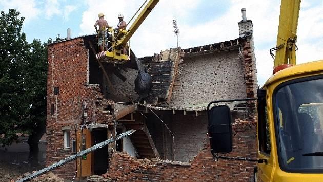 Sesutý půldomek ve Zlíně demolují