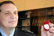 23. prosince předali zlínští policisté zlaté naušnice malé věrušce, která je prvním dítětem odloženým ve zlínském baby boxu.