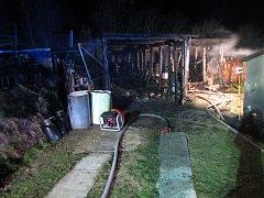 Hořela chatka u Maršova, vzplála také garáž ve Zlíně