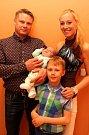VÍTÁME TĚ MEZI NÁMI, DAVÍDKU! Vítání očánků na radnici ve Zlíně - Marek Zapletal  a Lucie Konečná se synem Davidem a Dominikem Zapletalem (dole).