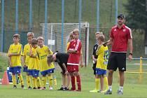 Fotbalové naděje Fastavu Zlín se znovu vrátili na Vršavu, kde se chystají na další sezonu. Vpravo je trenér Václav Pavlíček