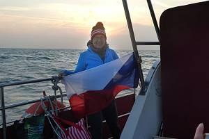 Abhejali Bernardová podruhé v kariéře přeplavala kanál La Manche. Přeplavba je součástí extrémního triatlonu, při kterém se vlastními silami dostane z Anglie až do Prahy. Celá trasa měří neuvěřitelných 1111 kilometrů!
