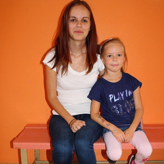 Ivana Kubová zOtrokovic, poprvé doprovodila svou dcerku Lauru do školy