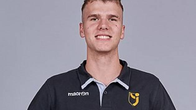 Lukáš Čeketa je český mládežnický volejbalový reprezentant, naposledy se zúčastnil domácího Mistrovství Evropy do 20 let.