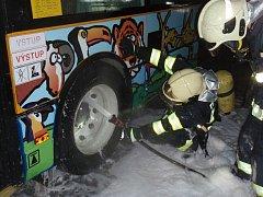 Požár u kola nočního trolejbusu v Malenovicích