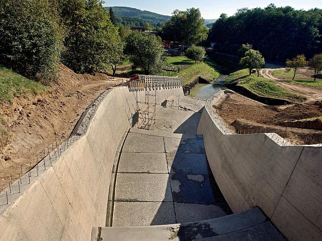 Fryštácká přehradabude moci po rekonstrukci zvládnout povodně až na úrovni takzvané 10 tisícileté vody.