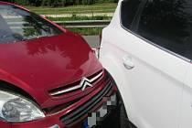 Na odstavném parkovišti v Masarykově ulici v Luhačovicích se v sobotu 25. července 2020 po poledni srazila dvě osobní auta.