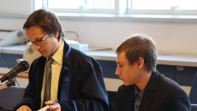 Obžalovaný Petr T. se svým právním zástupcem u krajského soudu ve Zlíně