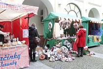 Na nádvoří Zámku Zlín a v jeho vnitřních prostorách se ve čtvrtek 27. listopadu 2014 konal Dámský zámecký jarmark. Lidé mohli nakupovat dekorační věnce, dřevěné či skleněné výrobky, textilní dekorace, šité hračky a další druhy zboží.