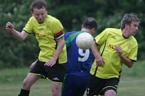 Fotbalisté Žlutavy (ve žlutém) proti Doubravám
