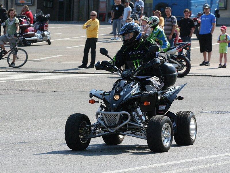 Motorkáři vyrazili ze Zlína na Helfštýn.