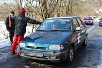 Jubilejní 40. ročník amatérské automobilové soutěže Ve stopě Valašské zimy se konal v sobotu v okolí Vizovicka. Podívat se přišly davy lidí.