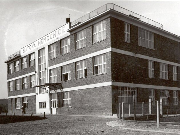 Pacienty v roce 1928 vítala vstupní budova.