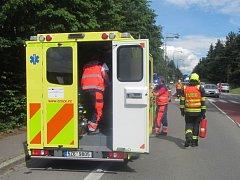 K dopravní nehodě tří osobních vozidel došlo na hlavním silničním tahu mezi Zlínem a Vizovicemi, v prostoru křižovatky a přechodu pro chodce v obci Lípa