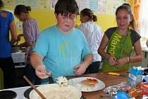 V pátek 21. října 2016 se ve školní kuchyňce otrokovické Základní školy Trávníky konalo jedno ze školních kol soutěže MasterChef po vzoru stejnojmenného televizního kulinářského klání.