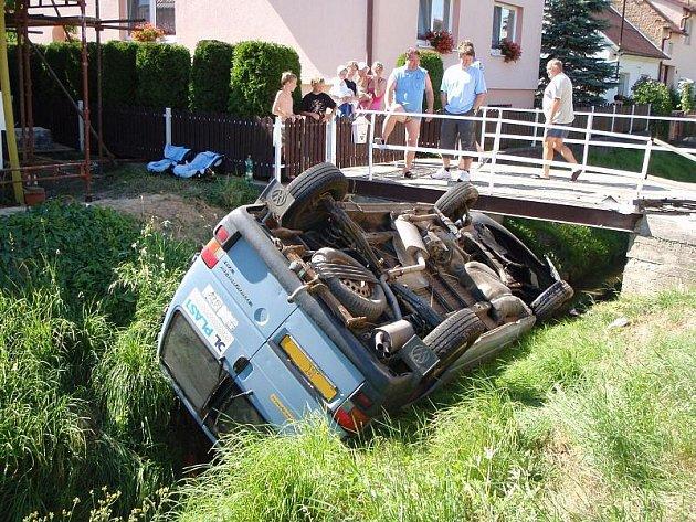 Nehoda dodávky v Rackové