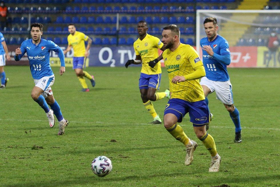 Fotbalisté Zlína (žluté dresy) v 16. kole FORTUNA:LIGY remizovali s Baníkem Ostrava 1:1. Na snímku je Antonín Fantiš.